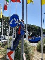 نصب علائم ترافیکی در محورهای  مواصلاتی شهر ملارد