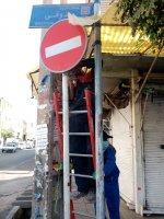 نصب  تابلو دوطرفه و چراغ راهنمائی در خیابان آزادگان